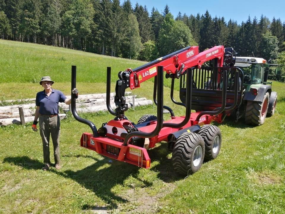Maschinenübergabe – Steindl-Palfinger Forstanhänger C12AK mit Forstkran FL6295